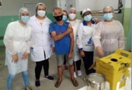 IMUNIZAÇÃO: Pai de Juliette é vacinado contra Covid-19 em Campina Grande