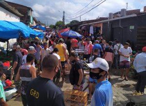 Fiscalizacao Sedurb 1 300x218 1 - AGLOMERAÇÃO: feirantes e populares se aglomeram na feira de Oitizeiro, em João Pessoa, descumprindo medidas sanitárias