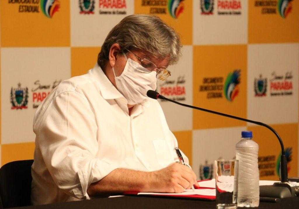 Joao Azevedo assina e1603749070598 - DECRETO: Governo do Estado regulamenta a Lei Geral de Proteção de Dados Pessoais na Paraíba