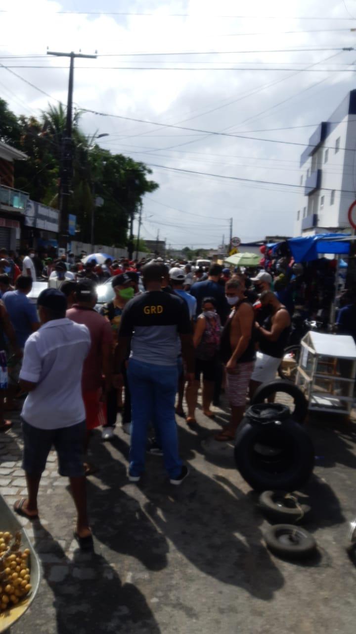 WhatsApp Image 2021 04 11 at 20.58.39 3 - AGLOMERAÇÃO: feirantes e populares se aglomeram na feira de Oitizeiro, em João Pessoa, descumprindo medidas sanitárias