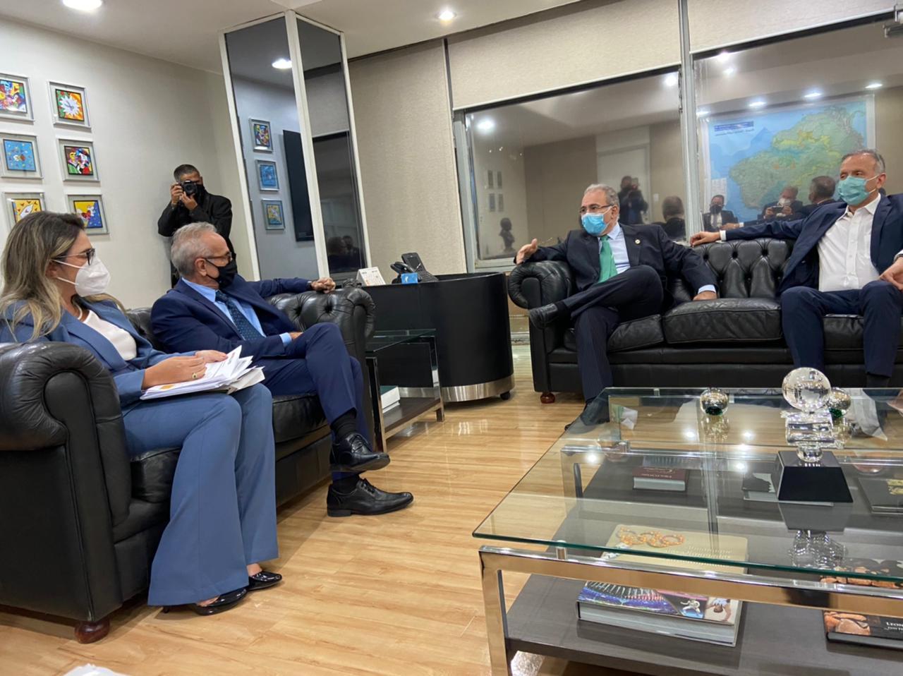 WhatsApp Image 2021 04 14 at 18.42.03 1 - Covid-19: Cícero Lucena se reúne com Marcelo Queiroga e pede reforço na rede hospitalar em João Pessoa; VEJA VÍDEO
