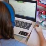 aulas na pandemia - Projeto na Câmara quer obrigar escolas a enviarem material a alunos na pandemia, por meio eletrônico ou presencial
