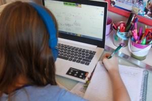 aulas na pandemia 300x200 - Projeto na Câmara quer obrigar escolas a enviarem material a alunos na pandemia, por meio eletrônico ou presencial