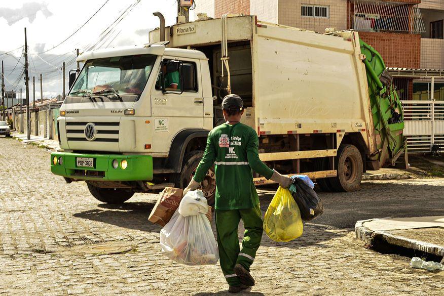 coleta de lixo emlur - Após trabalhadores entrarem em greve, Emlur aciona MPT para garantir direitos trabalhistas dos agentes de limpeza