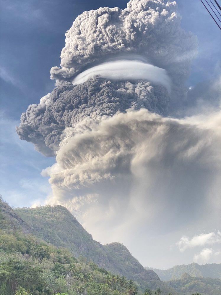 erupcao - Principal vulcão da ilha San Vicente, no Caribe, entre em erupção e provoca evacuação em massa - VEJA IMAGENS