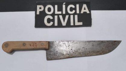 faca pcms - CRIME BRUTAL! Mulher é morta a facadas pelo marido na frente da filha de 12 anos