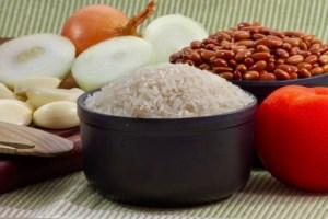 feijao 1 300x200 - Arroz e feijão sobem 60% em um ano e prato feito fica 23% mais caro; Veja outros alimentos