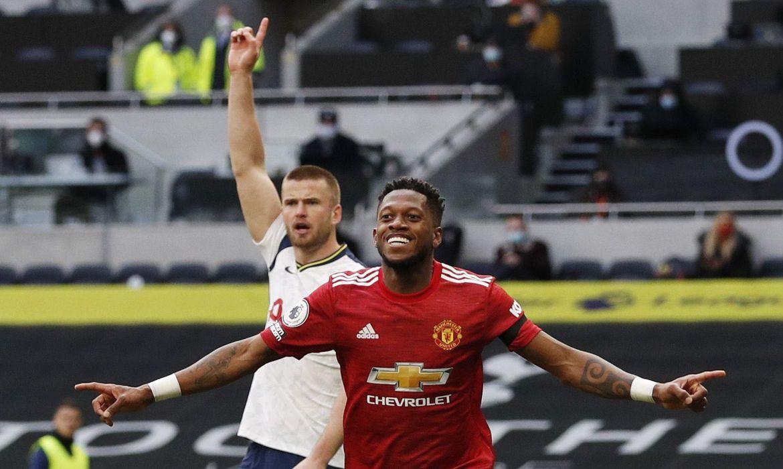 fred united - Com gol de brasileiro, Manchester United vence clássico na Inglaterra