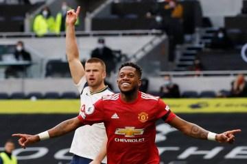 Com gol de brasileiro, Manchester United vence clássico na Inglaterra