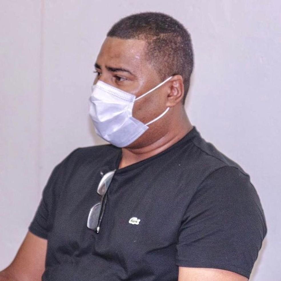 jorge luiz - Corpo do prefeito Jorge do Povão, de Pitimbú, é sepultado; VEJA VÍDEO