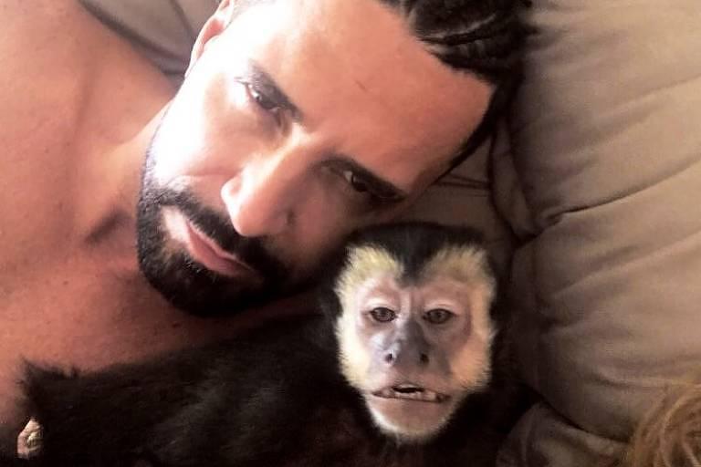 latino - Latino é alvo de notícia-crime após falar que macumba causou morte de seu macaco