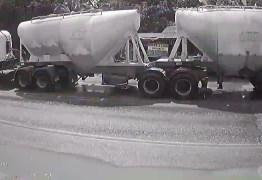IMAGENS FORTES: Vídeo mostra momento exato em que carro é esmagado com cinco pessoas na BR