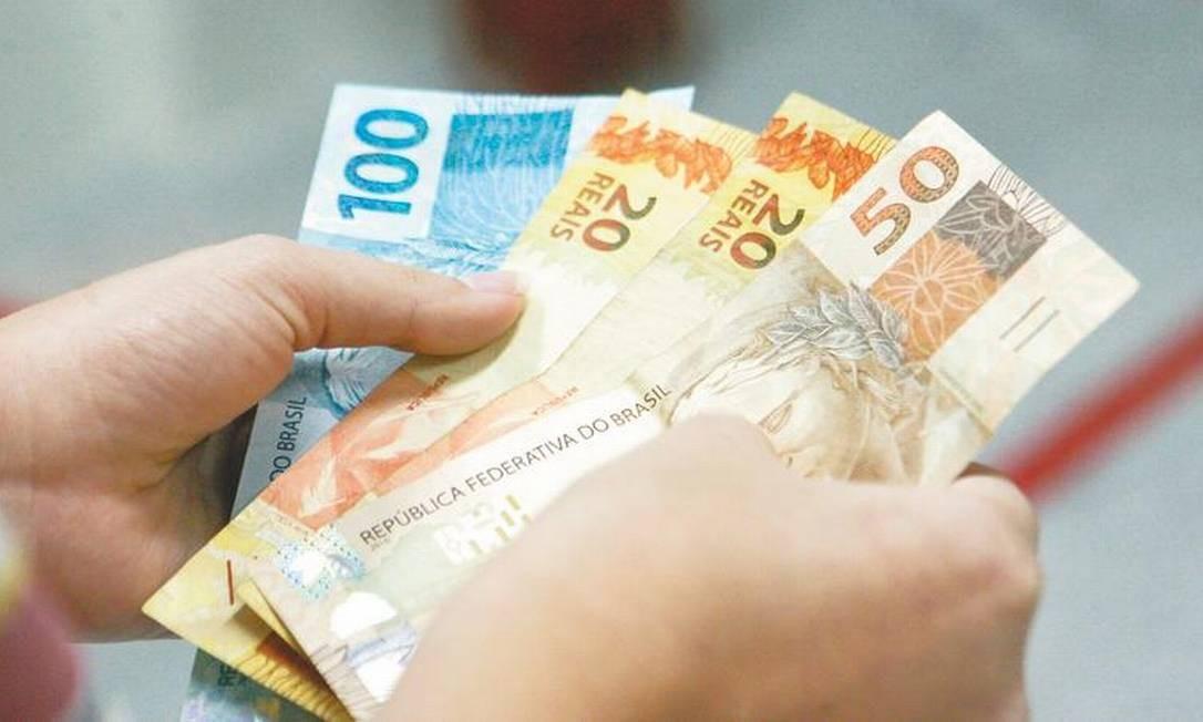 salario - Primeira parcela do 13º salário de aposentados deve ser paga nos próximos dias, diz secretário