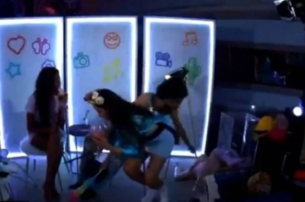 vih - Bêbada, Vih Tube leva tombo e mostra muito durante festa - VEJA VÍDEO