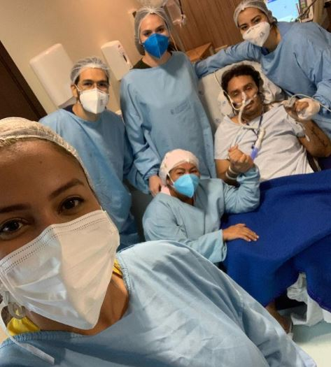 """vivi - """"Nasci de novo"""", diz cantor Vicente Nery após ser extubado e deixar UTI de hospital"""
