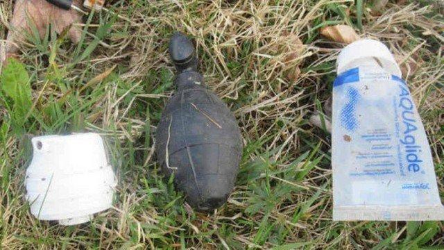 xblog grenade.jpg.pagespeed.ic .z2oPkgZhXI - Esquadrão antibombas vai a floresta, mas descobre que granada é brinquedo sexual