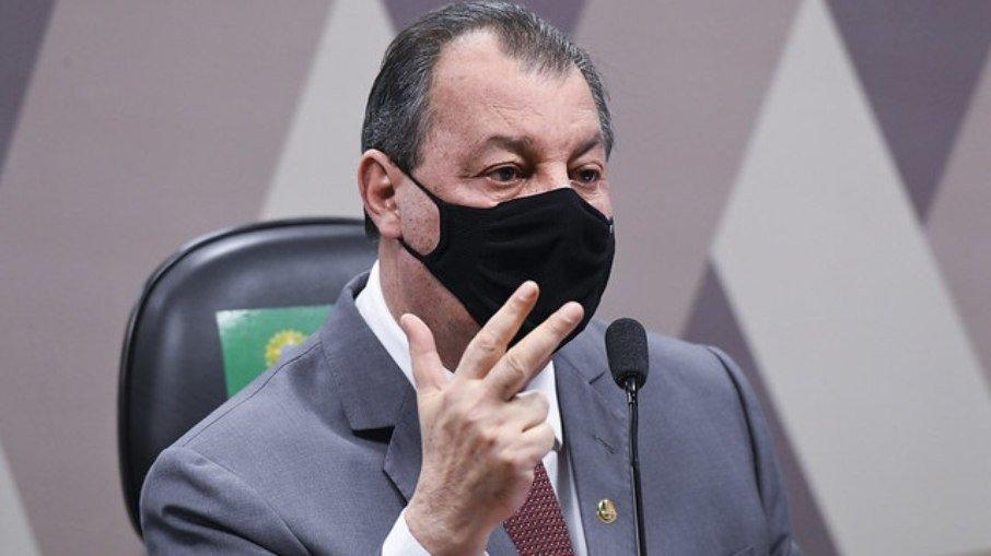"""0f6w3s5fmntb0xv2r9oe1j0ym - CPI DA COVID: """"Está provado que o Brasil não quis comprar vacina"""", diz presidente da comissão Omar Aziz"""