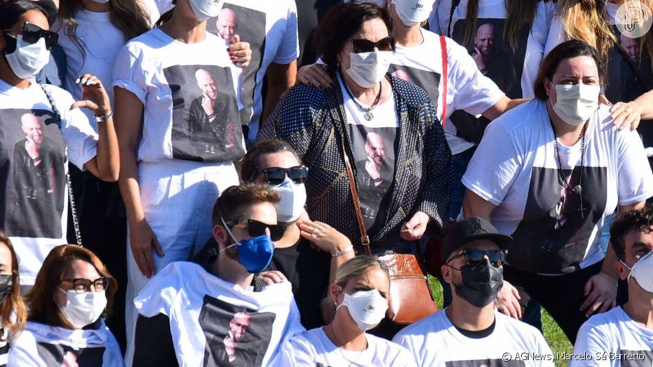 3580599 o corpo de paulo gustavo foi velado e cr 950x0 3 - TRISTEZA E COMOÇÃO: familiares e amigos se despedem de Paulo Gustavo em cerimônia restrita