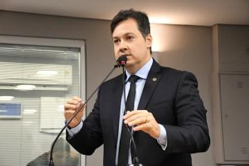 ALPB aprova projeto de Júnior Araújo que permite acesso de profissionais de saúde as escolas na Paraíba