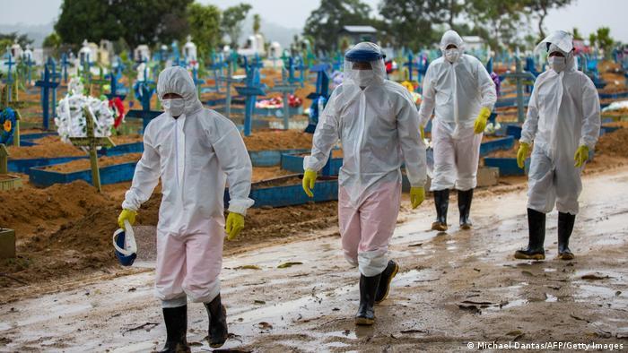 56779538 401 - Brasil chega a 450 mil vítimas de Covid; média é de 1.881 mortos por dia
