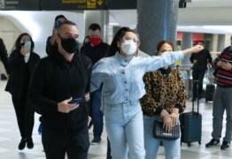 ESBANJANDO CARISMA: Juliette faz festa em passagem relâmpago pelo saguão de aeroporto em SP – VEJA VÍDEO