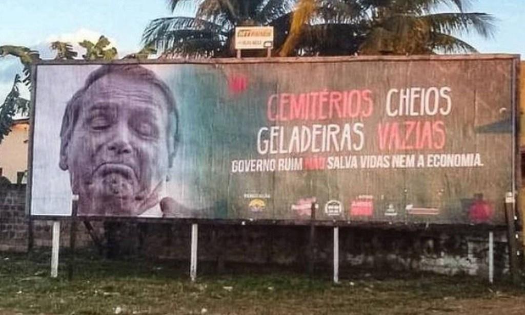 Capturar.JPGmhn.JPGuj  1024x616 - 'Cemitérios cheios, geladeiras vazias': Outdoors com críticas a Bolsonaro são retirados após pressão de apoiadores do presidente em MT