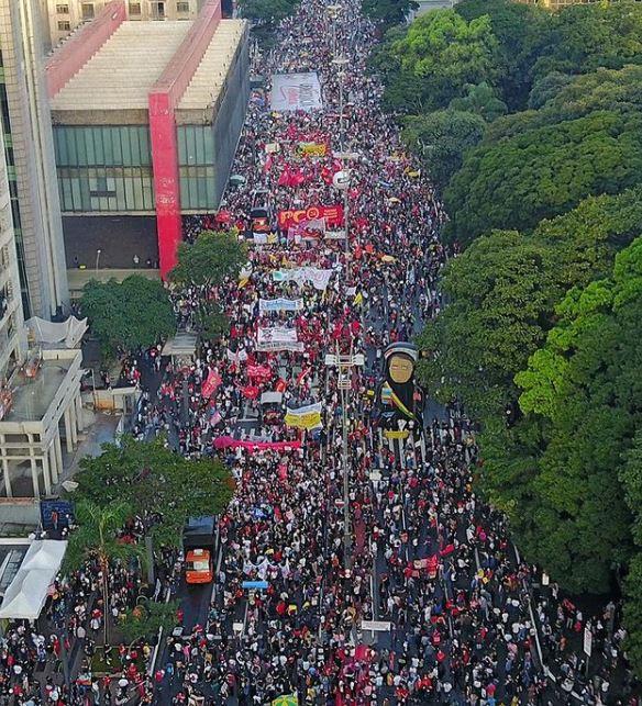 Capturar.JPGrfv - The Guardian destaca atos pelo 'Fora Bolsonaro' no Brasil: 'Milhares nas ruas exigem impeachment' - VEJA VÍDEO