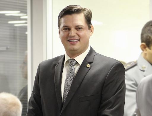 Dr. Taciano Diniz - ELES BOMBAM NAS REDES! Deputados estaduais da PB fazem sucesso na internet; bolsonaristas são os mais seguidos - VEJA