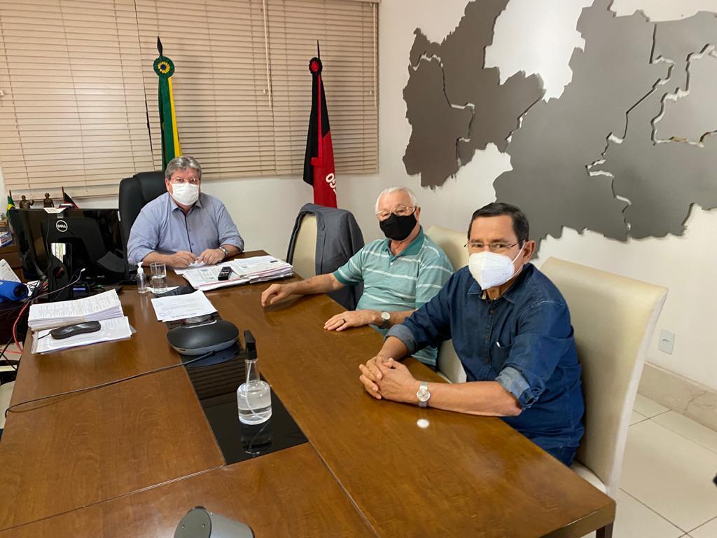 WhatsApp Image 2021 05 21 at 14.20.38 - POLÍTICA E ADMINISTRAÇÃO: João Azevêdo recebe Anísio Maia e Frei Anastácio em reunião