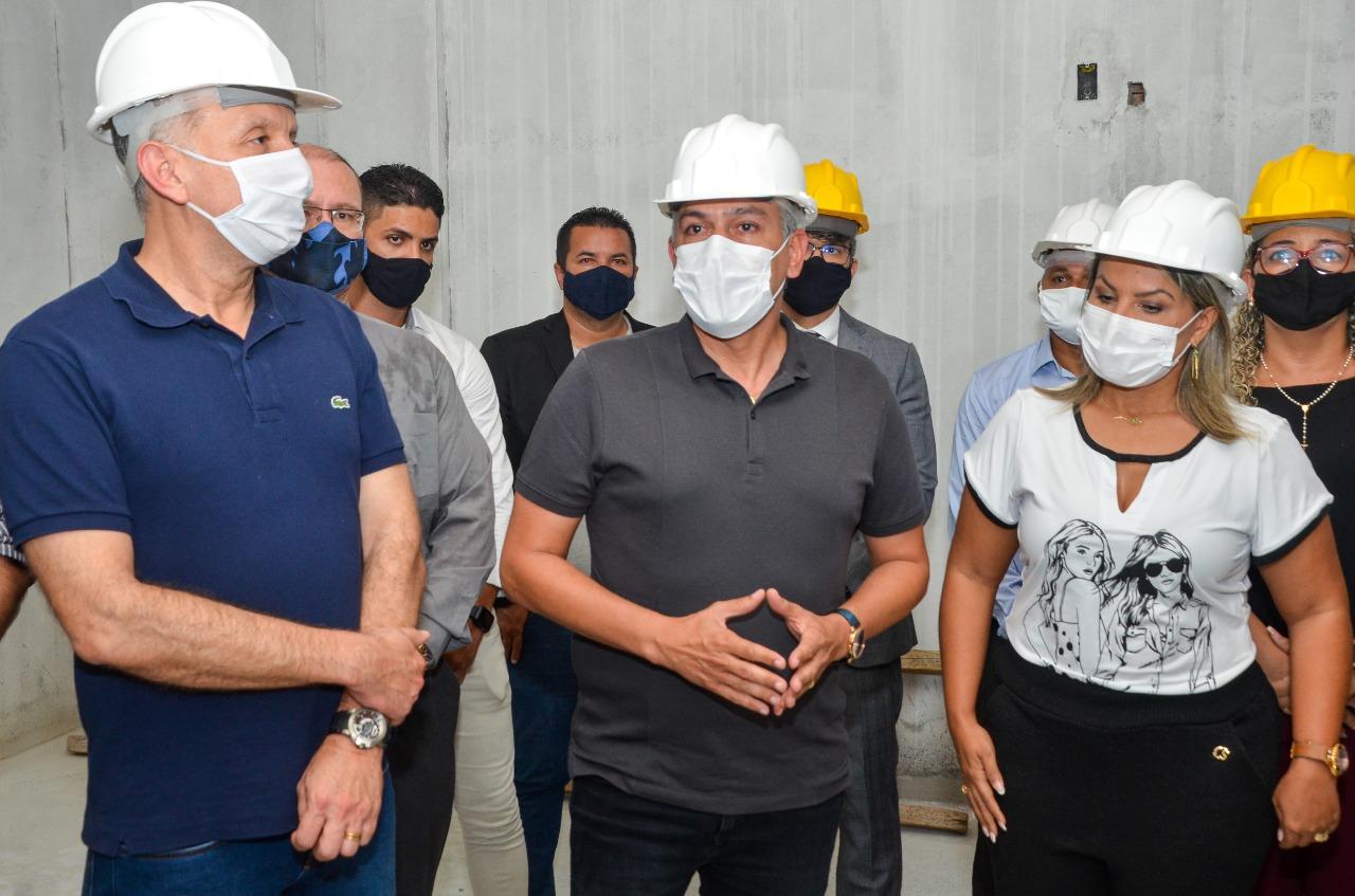 WhatsApp Image 2021 05 25 at 16.30.19 - Buscando parcerias, Emerson Panta recebe Aguinaldo Ribeiro em visita a obras em Santa Rita