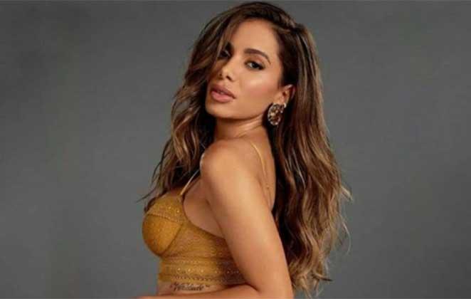 anitta com roupa dourada 396189 36 - Anitta e Nubank negociam parceria e a cantora se tornará acionista do banco