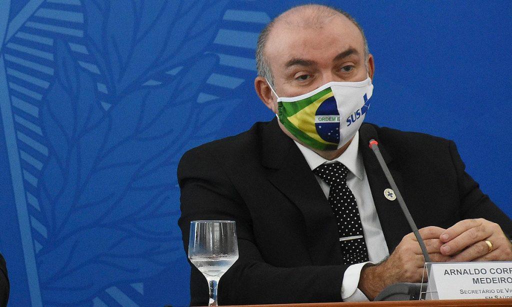 arnaldo saude 1024x614 1 - IRREGULARIDADE: filho de secretário paraibano no Ministério da Saúde teria furado a fila da vacina, diz 'Estadão'
