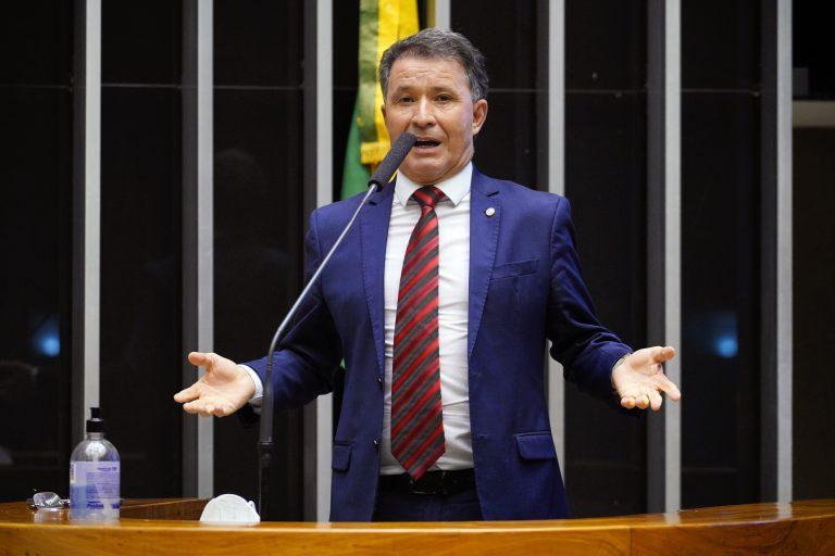derci de barros - Pauta liberal, Reforma administrativa é aprovada na CCJ da Câmara