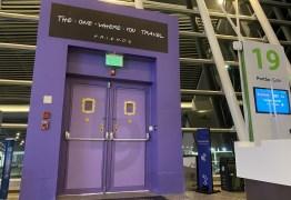 'Friends': Aeroporto de Brasília transforma portão de embarque em homenagem a episódio especial do seriado