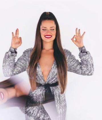 juliette 5 - Carlos Bolsonaro compara pose de Juliette, com gesto racista feito por seu assessor; entenda