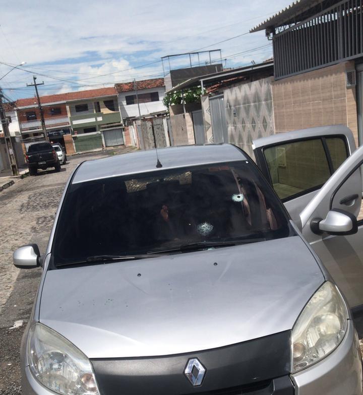 marcas de tiro em carro - BRIGA DE TRÂNSITO: motorista de aplicativo tem carro alvejado por tiros em João Pessoa - VEJA VÍDEO