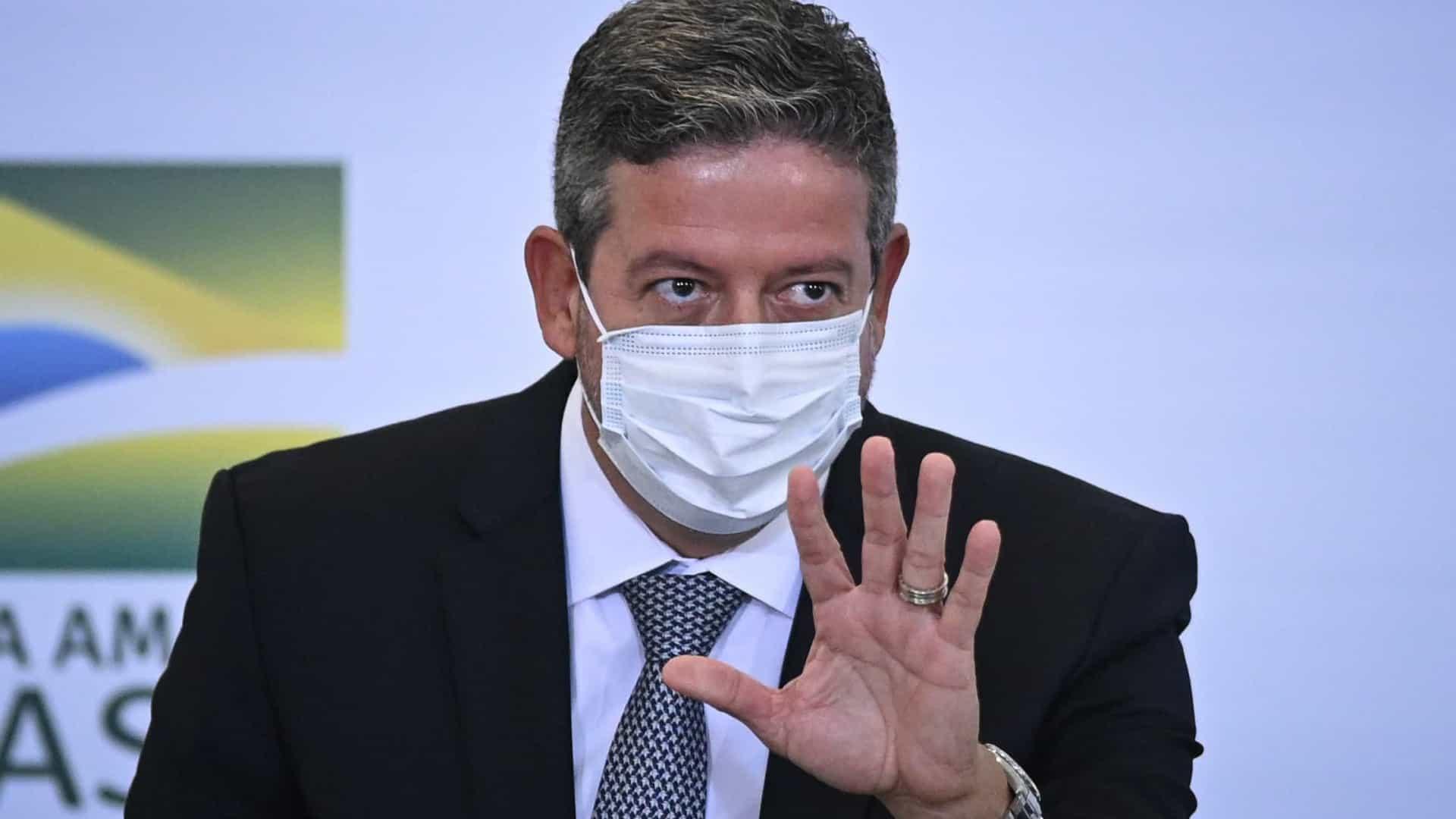 naom 6026fa7f395f9 - Lira diz estar analisando pedidos de impeachment contra Bolsonaro