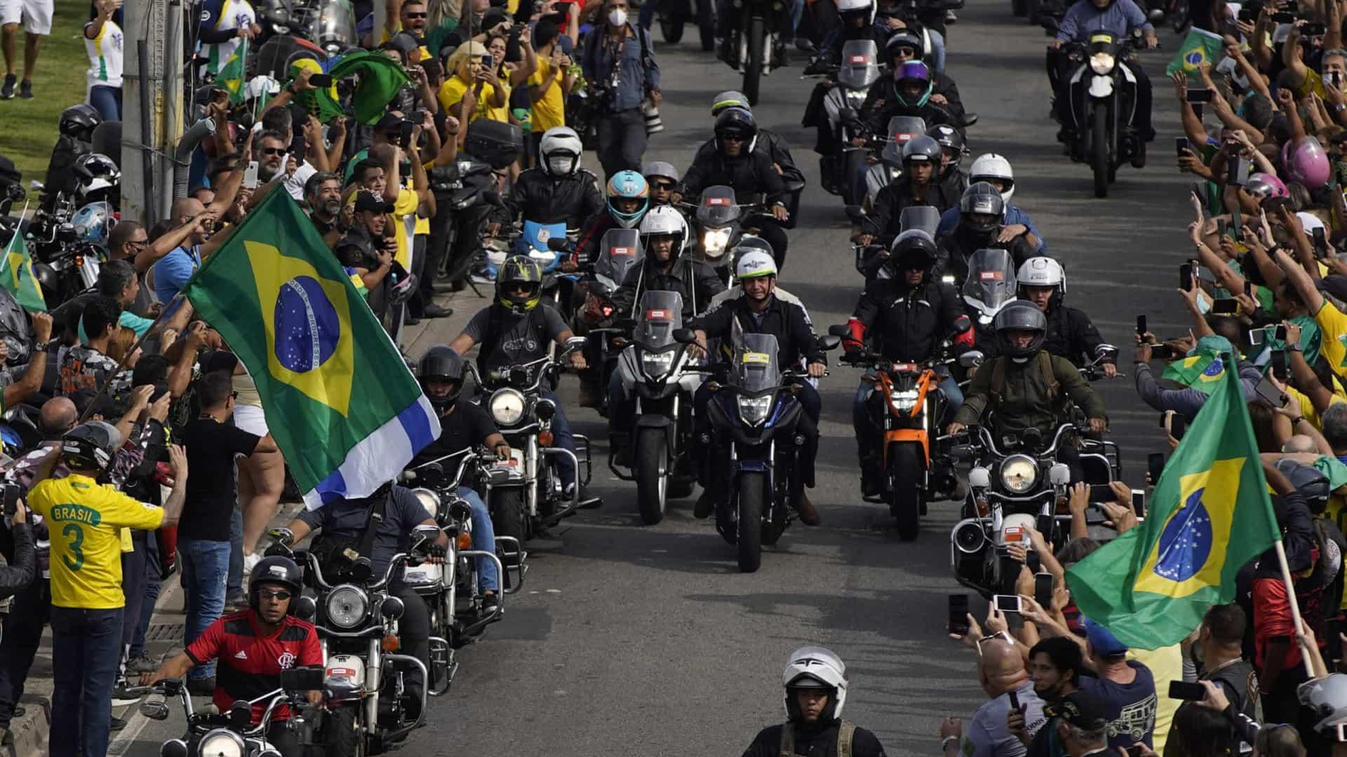 naom 60aa5d977e9aa - AGLOMERAÇÃO E IRRESPONSABILIDADE: centenas de motociclistas se concentram para passeio no Rio em apoio a Bolsonaro