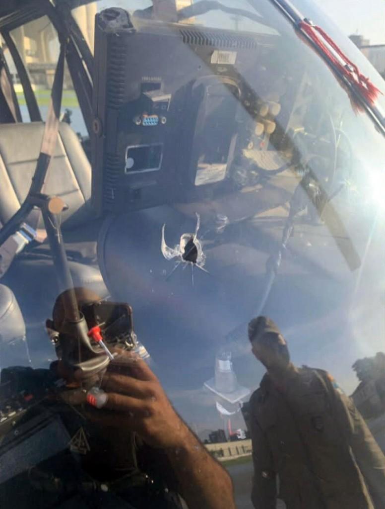piloto baleado - TIROTEIO E VIOLÊNCIA: Piloto de helicóptero da TV Record é baleado durante voo e realiza pouso forçado