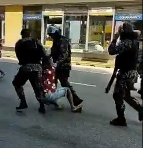 protesto - VIOLÊNCIA! Manifestação contra Bolsonaro é encerrada após polícia jogar bombas e balas de borracha nos manifestantes - VEJA VÍDEO