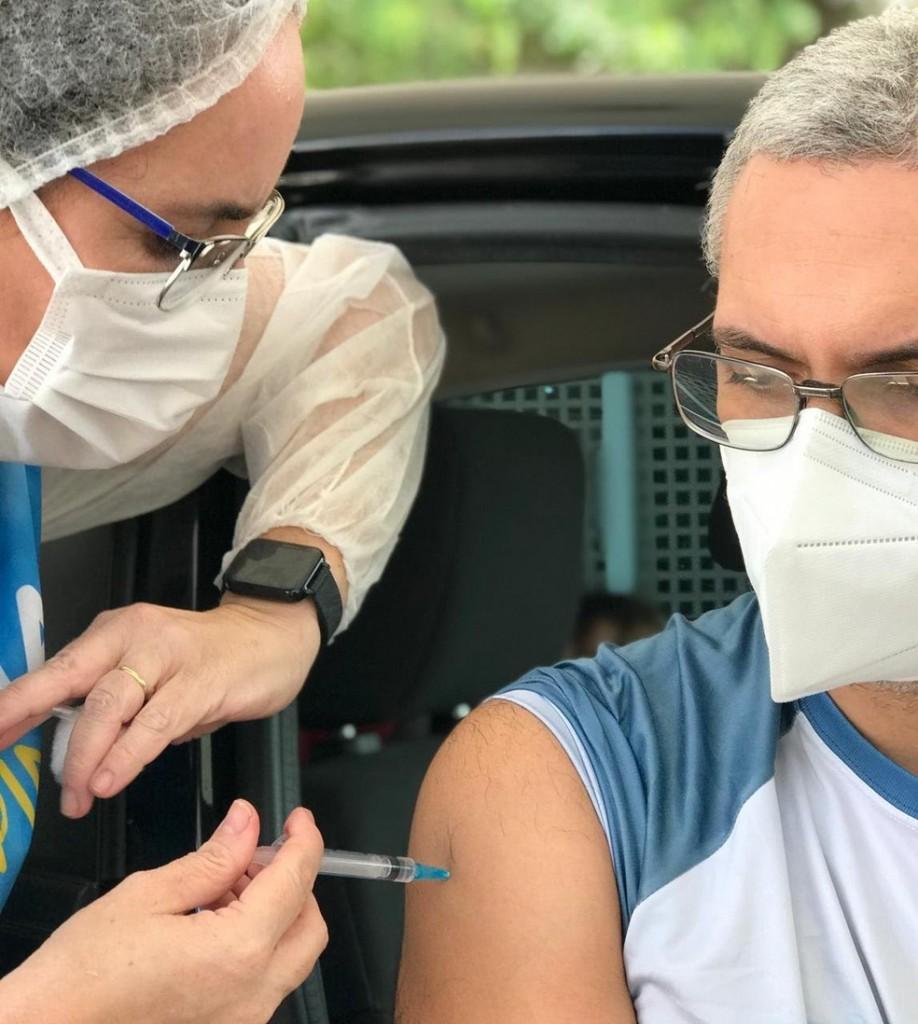 unnamed 1  - Profissionais de saúde são vacinados neste domingo (2), em Campina Grande