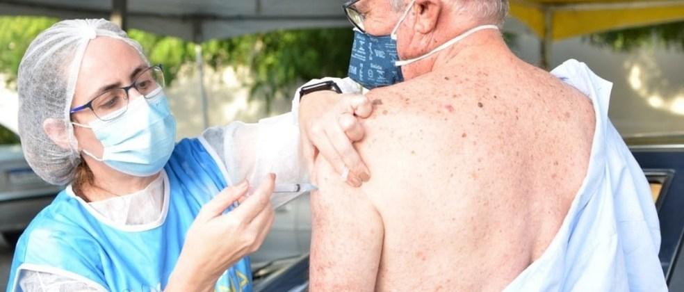 Campina Grande vacina pessoas com comorbidades a partir de 40 anos