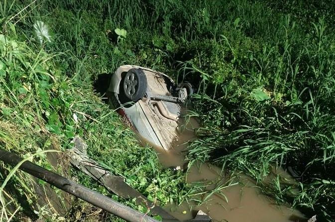 viatura - Viatura da Polícia Militar capota e cai em rio durante perseguição a traficante de drogas