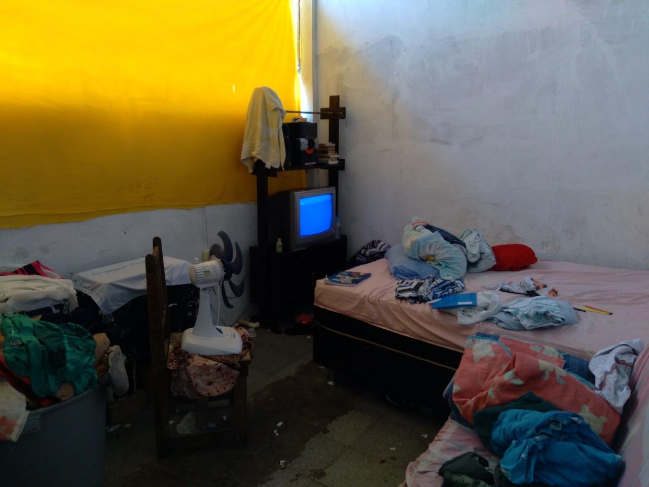 20210608 111853 - SEM ASSISTÊNCIA, SAÚDE E ALIMENTAÇÃO: sem-tetos que ocupam prédio do antigo Jornal O Norte mostram ao Polêmica Paraíba a realidade de como vivem; confira