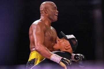 ANDERSON SILVA e1624195160997 - SURPREENDEU: Anderson Silva vence ex-campeão mundial Julio Cesar Chaves Jr, em sua reestreia no boxe - VEJA VÍDEO
