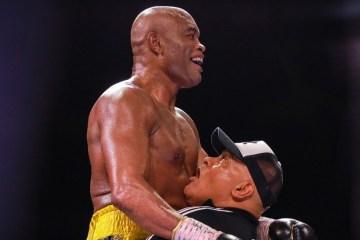 SURPREENDEU: Anderson Silva vence ex-campeão mundial Julio Cesar Chaves Jr, em sua reestreia no boxe – VEJA VÍDEO