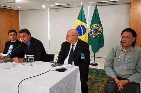 """Capturar 9 - BOMBA: vídeos mostram """"ministério paralelo"""" orientando Bolsonaro contra vacinas; assista"""