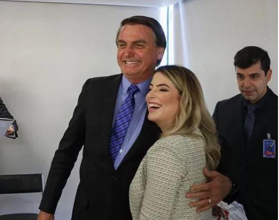 MENEGUESSO - 'TRANSMITIDO AO VIVO': médica de Campina Grande que esteve com Bolsonaro nega 'ministério paralelo' e cita entrevista após encontro; VEJA VÍDEO