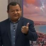 NILVAN FERREIRA APRESENTADOR - CENSURA? Nilvan Ferreira repreende produção de programa por interrupção de comentário sobre fechamento do comércio: 'Não sou palhaço'; VEJA VÍDEO
