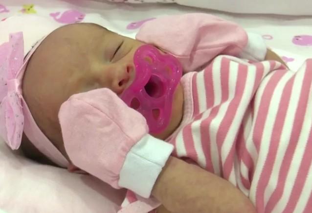 beb - Após mãe ser vacinada no último mês de gestação, bebê nasce com anticorpos contra Covid-19